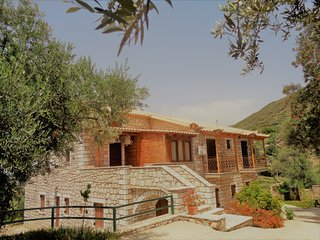 Menina Farm - Traditional stones country houses to rent