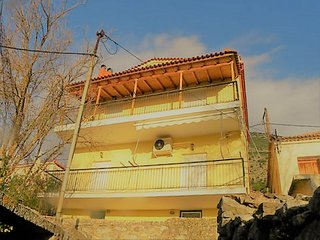 Mani's House - A beautiful maisonette in a two storey house