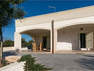 Ostuni - 2/3 bedroom Villa with Swimming Pool in quiet countryside location