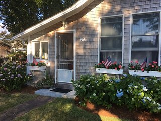Cutest Cottage on Cape Cod, Steps from the Beach! 086-Ba