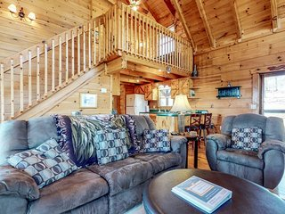 Dog-friendly cottage w/ private hot tub, paved road access, & mountain views!