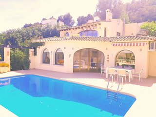 A newly listed Villa Mireya, for 6-8 people in Moraira, walking distance to town