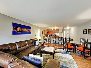 Ground-Floor 2BR w/ Heated Pool & 3 Hot Tubs - Walk to Westin Gondola & Lake