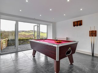 Llety Tanllan: Games room and woodburner in a newly renovated barn: BOW30