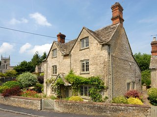Holly Cottage is a lovely Cotswold stone cottage, in a peaceful village