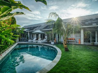 Villa Armani - Central Seminyak 10mn walk to Oberoi