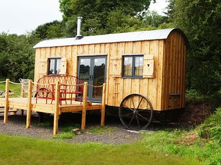 The Orient Express - Brecon Beacons Glamping with great valley views: BOW31