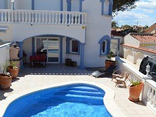 Casa con piscina junto playa Empuriabrava