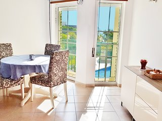 2 Bed Apartment w/SwimmingPool, 5min to the Beach!