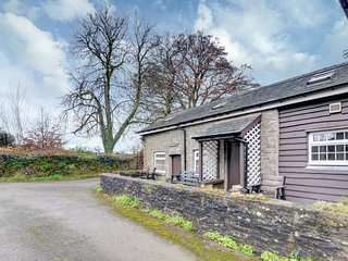 Plas y Saer - located on a working farm near the Brecon Beacons: BOW01