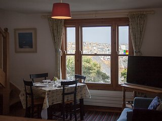 Admiral Cottage St Ives - Boutique, Garden, Parking Sleeps 4+2 AVAILABLE APRIL 6