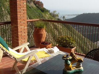 Apartment in Taormina with sea view and overlook on Mount Etna.