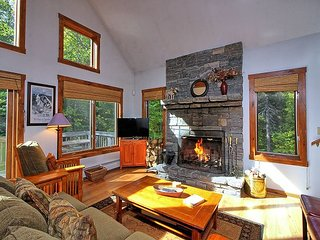 Mountain Mojo - Charming two bedroom home with spacious loft and outdoor hot tub