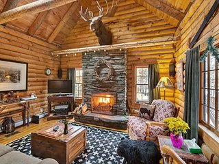 Moose Log Cabin - Three Bedroom Private Country log cabin with hot tub