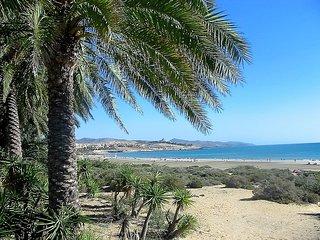 Bungalow con encanto, junto al mar, a 100 m playa, con gran terraza 25 m. WIFI