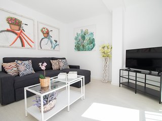 Bright Apartment Close to Beach and Town
