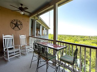 Upscale in Historic Gruene, TX! Walk to shops, dining and Gruene Hall!