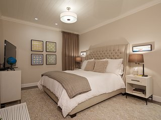 Large Master Bedroom w/ Cal-King bed and insuite bath.