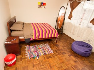 Big private room laundry incl. in central Quito