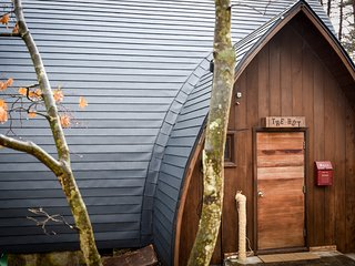 Cosy Mountain HUT in Hakuba with a CAR