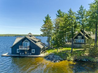 Fabulous Lake Muskoka Cottage & Boathouse