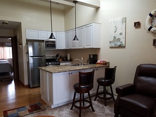 C & D 'REST-A-WHILE' 1 BR condo - **BOOK 2 NIGHTS, THE 3RD IS FREE**