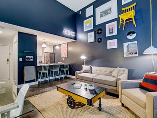 Debonair Downtown Digs 1BR 1BA Gym