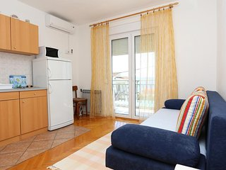 One bedroom apartment Zivogosce - Porat, Makarska (A-10032-a)