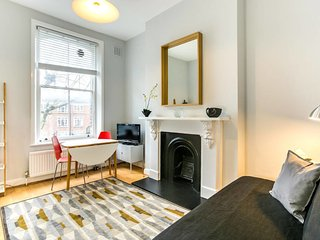 Chic 1bed sleeps 4 in Shepherds bush 3min to tube