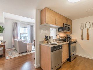 Bright 1br/1ba | Center City