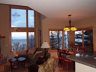 Lake Superior Luxury Rental, fabulous views!  4 miles to Split Rock Lighthouse