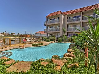 N. Padre Island Condo w/Pool- 5 Mins to the Beach!