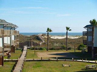 Lovely condo at BEACHFRONT Beachhead condos. Heated Pool!