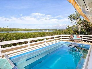 Coconut Cottage: Incredible West End Home on Dinkins Bayou with Gulf Access!