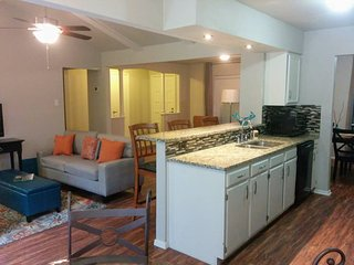 Northern Hills Delight: 2 Bed / 2 Bath