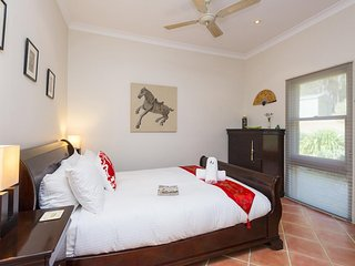 Hunter Valley Accommodation - Rocklee Grove - Bedroom