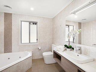 Hunter Valley Accommodation - Ironbark Villa 1 - Bathroom