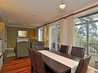 Hunter Valley Accommodation - Villa Cabernet - Dining