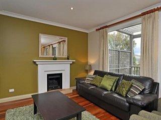 Hunter Valley Accommodation - Villa Cabernet - Pokolbin - Living Room
