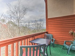 Pigeon Forge Condo w/Hot Tub Access -5Mins to Pkwy