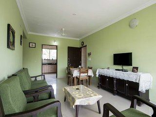 Zuperb 2 bedroom apt ,a pool ,sleeps 6 & 2 kids 9mins walk to candolim beach