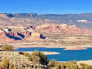 Abiquiu Lake Mesa: 360 Lake & GhostRanch Views.  A/C, WIFI, Cable, Hot Tub, Hike