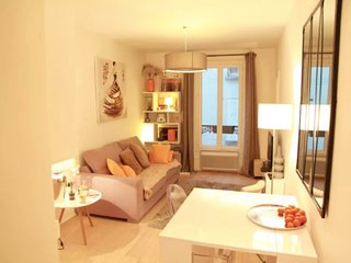 Romantic apartment close to Arc de Triomphe