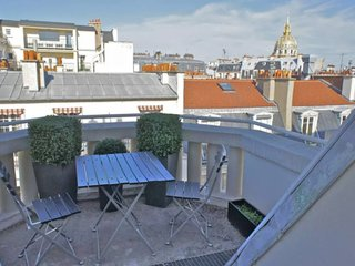 Beautiful apartment with balcony near Eiffel Tower