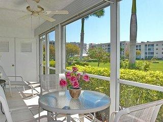 Private condo w/ heated pool, hot tub & short walk to Resident's Beach