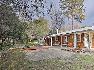 NEW! Idyllic '21 Acres' Yosemite Home w/Mtn. Views