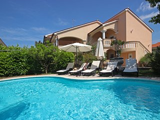 Paradise luxury holiday house in Pula 8 pax
