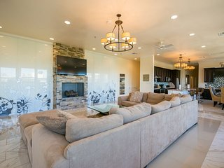 Gorgeous 4BR Penthouse by Hosteeva