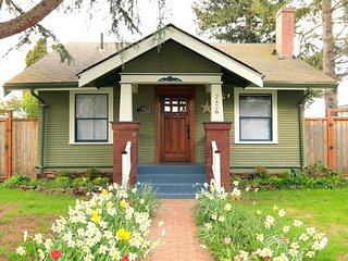 Comfy, Cozy Craftsman w/ Backyard & Game Room near Downtown- And it' All Yours!