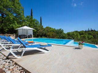 Holiday Villa with 3 bedrooms & POOLS near Cavtat